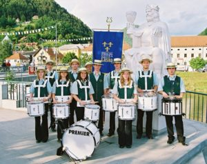 Člani bobnarske skupine